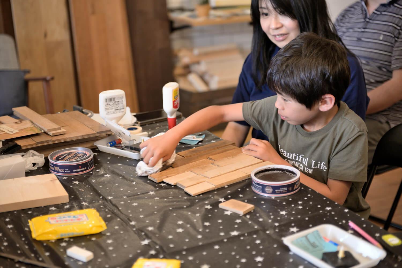 イベントレポート「DIY体験!木の時計づくりワークショップ」で手作りをインテリアに写真7