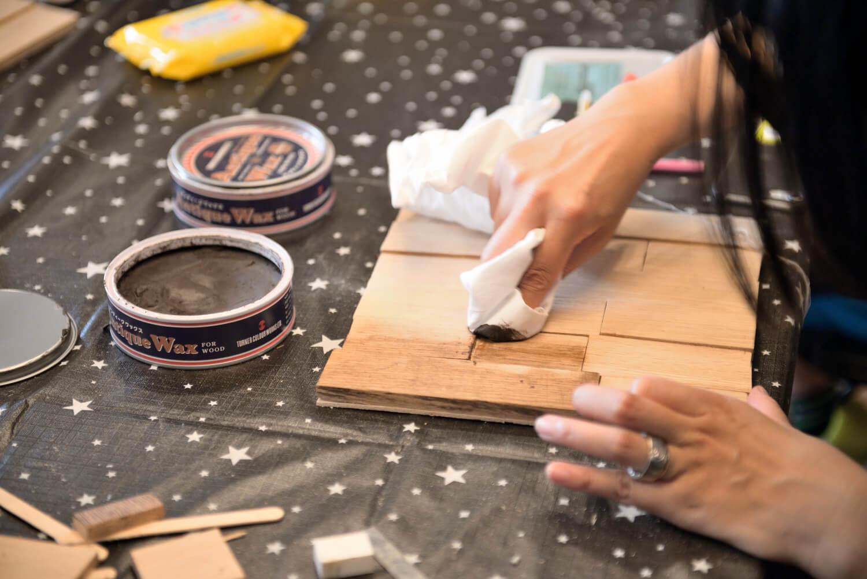 イベントレポート「DIY体験!木の時計づくりワークショップ」で手作りをインテリアに写真6