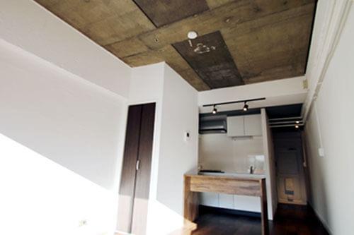 配管×コンクリートあらわしの無骨なマンションリノベーション