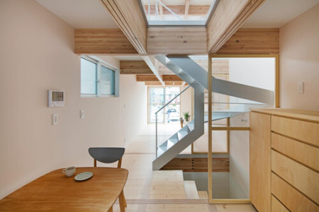 横浜市J様邸 木製引戸で仕切る・つながる。やわらかい光が行き届く家
