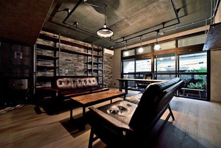 床も家具もエイジング素材。重厚なNYブルックリンスタイル空間