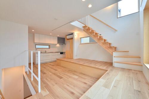 世田谷区I様邸 リビングを中心に。吹き抜けが上下の空間をつなぐ戸建ての家