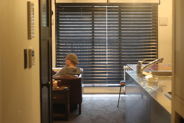 リノベーションインタビュー014:モノトーン×アジアで見つけたビンテージ家具で彩る東南アジア風
