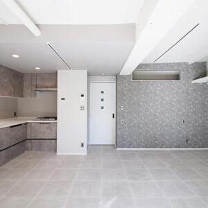 グレートーンで空間をシックに仕上げたマンションリノベ