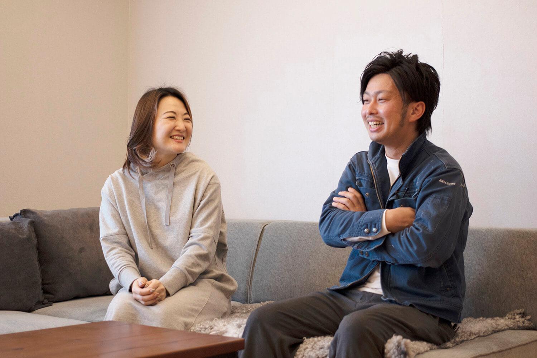 リノベーションインタビュー015:モールディングのキッチンと室内窓が映えるフレンチ空間に